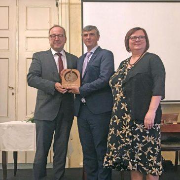 Lőrincz Csaba-díjat kapott a kárpátaljai nyelvészprofesszor